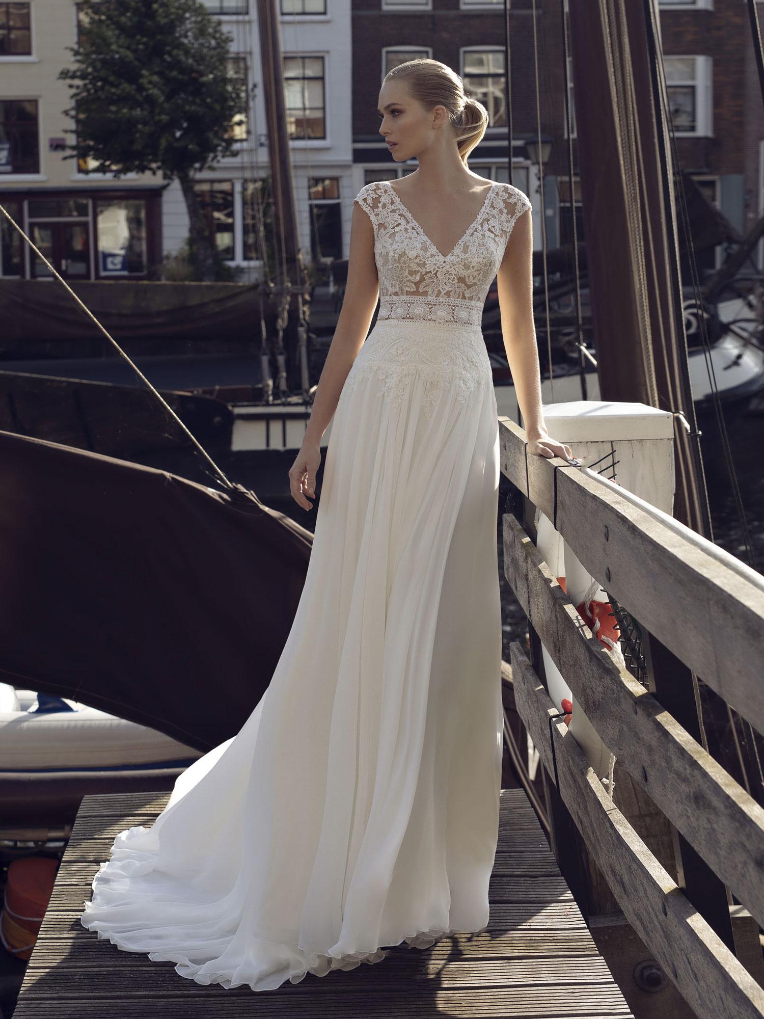 Robe de mariée Karolina, robe droite dentelle